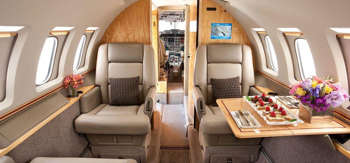 https://www.aerojetme.com/wp-content/uploads/2020/11/hawker_1000_cabin.jpg
