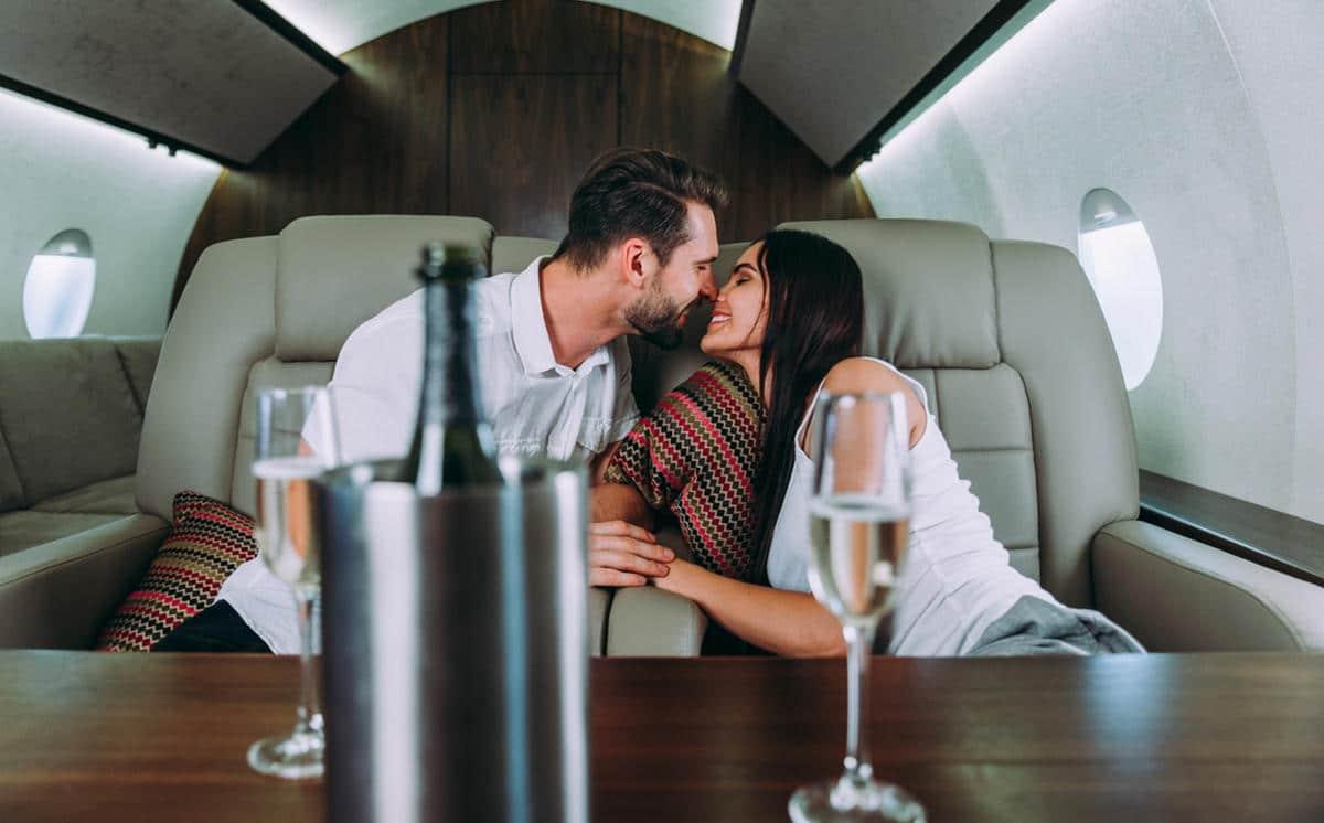 charter a luxury flight